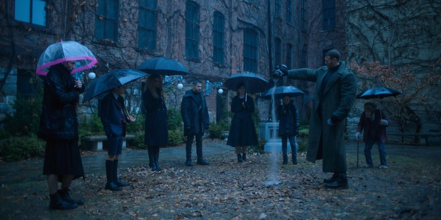 "Feine Violinen und dysfunktionale Superhelden: Gerard Ways ""The Umbrella Academy"" zeichnet ein neues Bild des modernen Superheldenepos und überholt leichtfüßig DCs Titans"