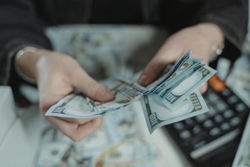 Das Chaos hinter der Maske—Haus des Geldes 4 [Rezension]