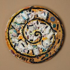 "Viola Frey, ""Plate Full of Figurines (From the Bricolage Series), 1982, glaze, ceramic, 25 x 4""."