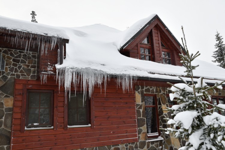 The Main Winter Roofing Hazard NOT to Ignore