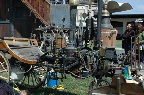 Maker Faire 2008 in San Mateo, CA. Image from Wikimedia commons