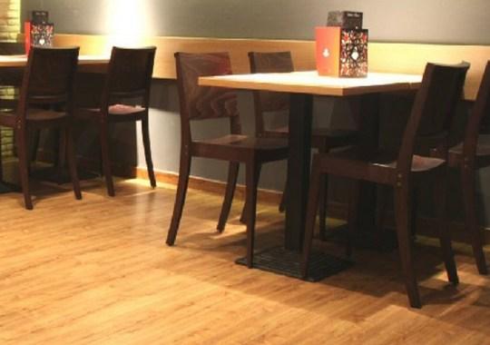 Fa háttámlás székek
