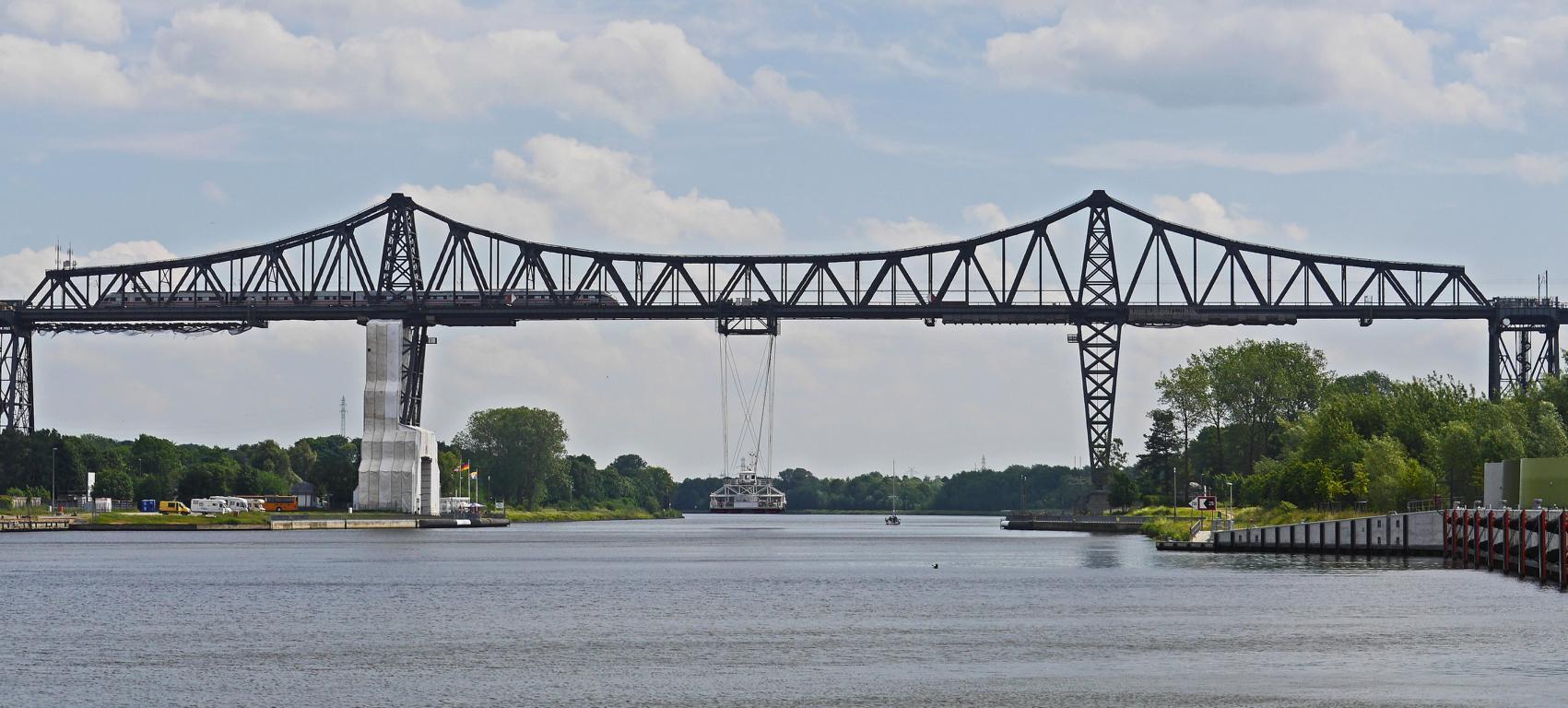 Rendsburger Hochbrücke mit SchwebefähreNordostseekanal Rendsburg Schleswig Holstein Ferry Tails Fährimaa
