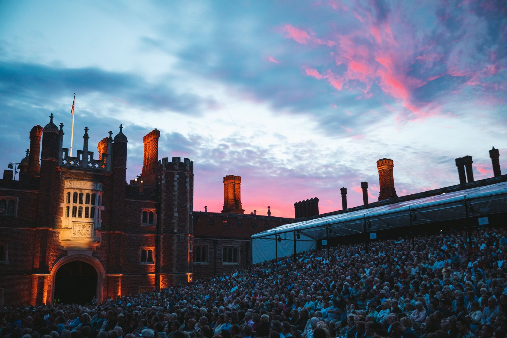 Hampton Court sunsets are like no other. Happy Friday everyone!