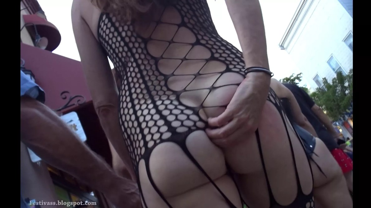 Milf Show Her Body At Festival