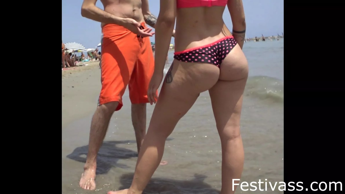 Hot Bubble Ass At The Beach