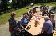 De vrijwilligers aan de lunch