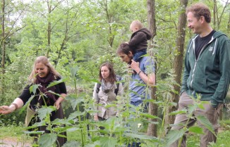 Wildplukken en kruidenproeven met Aukje Bor-Stokroos
