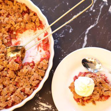 Lavkarbo Smuldrepai med Rabarbra & Jordbær