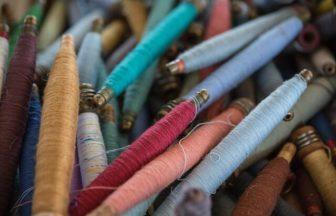 LO NEELのフランスのアトリエで使われている刺繍糸