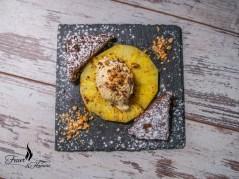 Flambierte Ananas mit Brownie und Vanilleeis