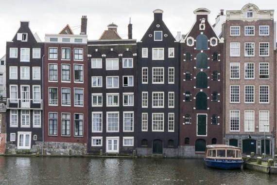 Die markanten Gebäude in der Innenstadt von Amsterdam.