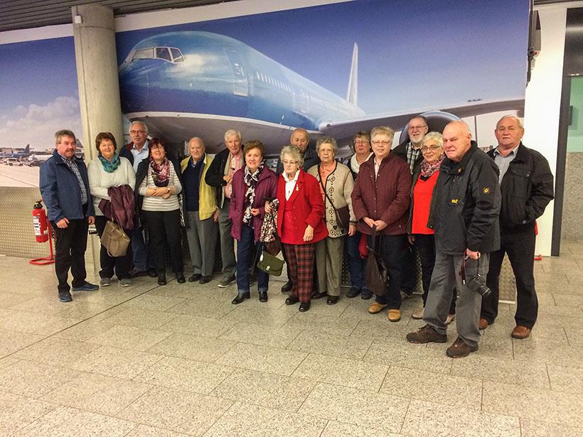 Gruppenfoto am Frankfurter Flughafen