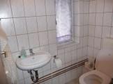 separate Toilette in der oberen Etage
