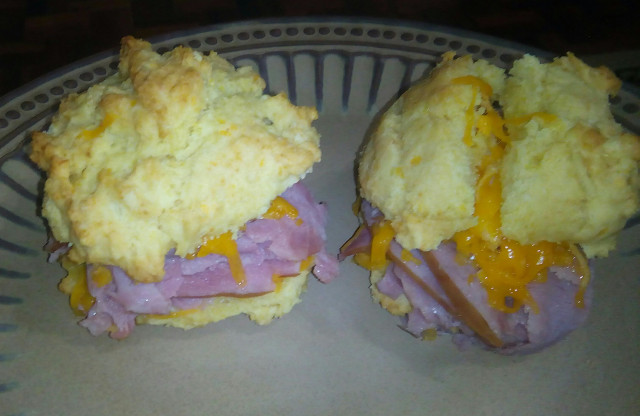The yummy biscuits sandwich!