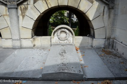 Not actually tombs, these are intended to memorialize the swath of Swiss guards that were massacred when the royal family was arrested at Tuileries.
