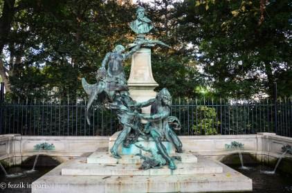 A sculpture dedicated to Delacroix.