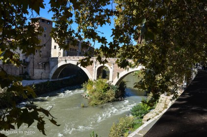The Ponte Fabricio, the oldest usable bridge in Rome.
