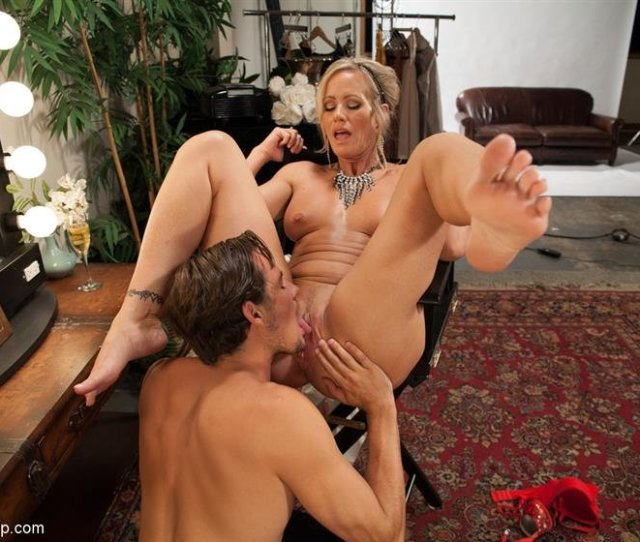 Cover  Milf Cougar With Sweaty Feet Set   Photos