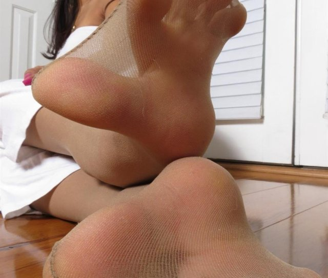 Hose Toes The Thought Of Worshiping Ayannas Chocolate Feet In Her Warm Silky Soles Is