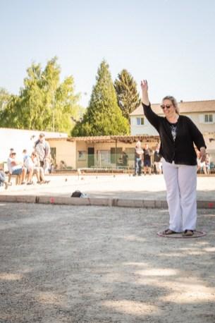 Elisabeth Delcampe, la Présidente de la Pétanque Fismoise lance le bouchon