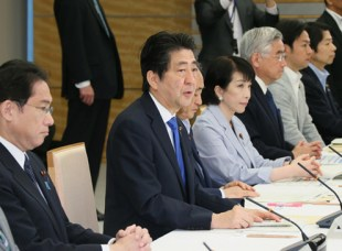 Prime Minister Abe announces a package of global health funding on May 20, 2016 (photo: Official Website of the Prime Minister of Japan and His Cabinet)