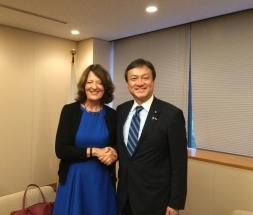 With Parliamentary Vice Minister Iwao Horii at the Ministry of Foreign Affairs (photo provided by MOFA)