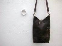 Dark brown shoulder bag with stud decoration handmade by FG. 25 x 40. 85€