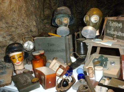 Exponate im Luftschutzstollen Gaishalde in Bietigheim-Bissingen