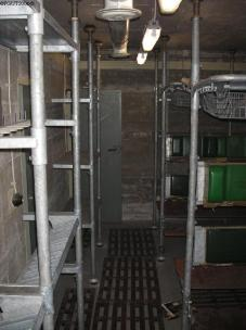 Die Räume werden zum Teil als Lager genutzt.