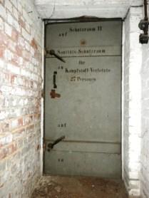 Die meisten Türen waren beschriftet und ließen so die Gliederung der Räume erkennen.