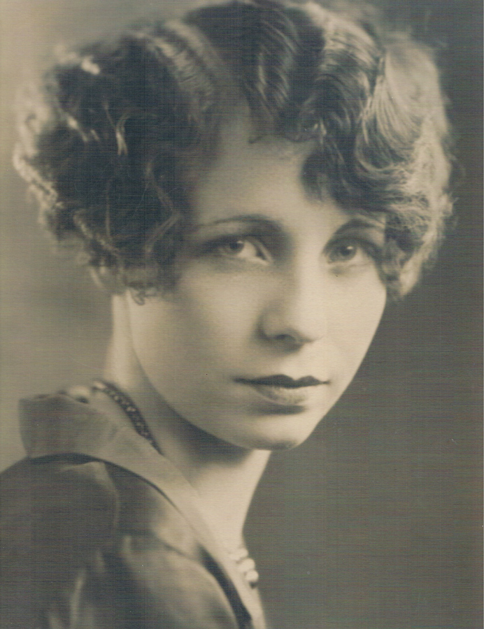 Woman with 1920s hairstyle