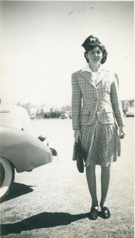 Woman wears 1940 hat and outfit