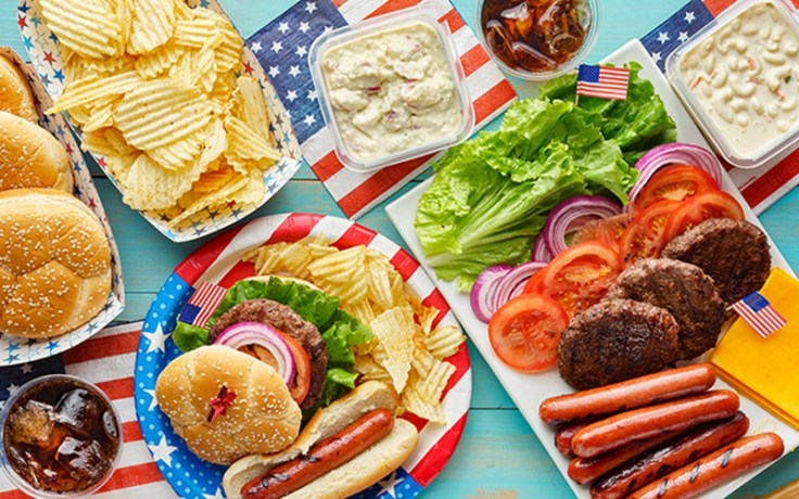 Americans celebrate the 4th of July with a barbecue.