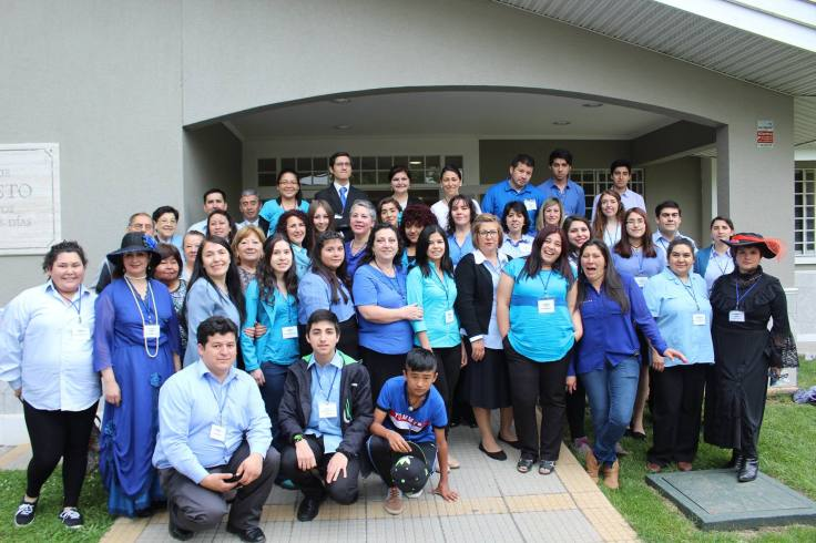A group photo of one of the Chillán Ñuble's Stake's  family history activities where I have give speeches, invited by Mrs.  Mercedes Olivares de Ardiles.  She welcomed me and asked me to share my  knowledge there.