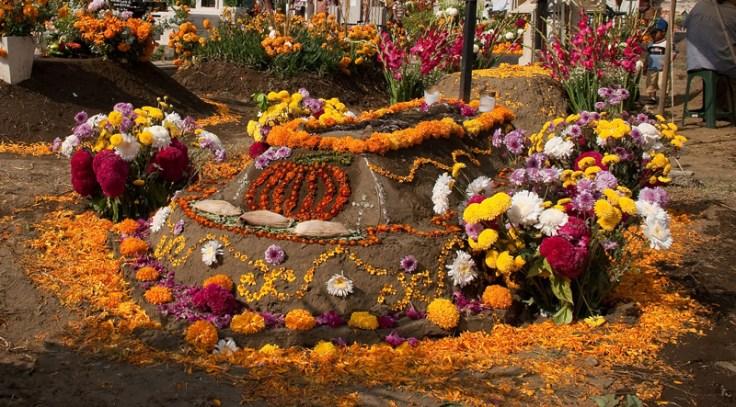 Dia de Muertos cempasúchil tumbas