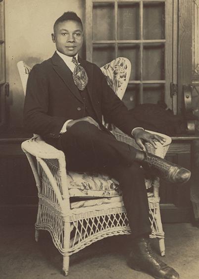 Fashionable 1910s man