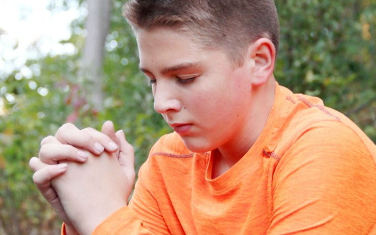 an English boy praying