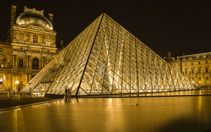 Travel to the Louvre from home