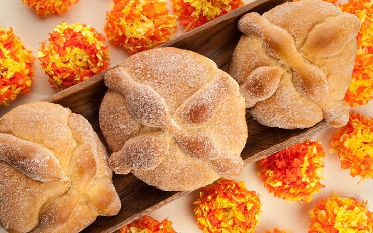 El pan de muertos, pan dulce que se prepara el Día de Muertos