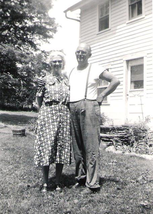 Thomas MacEntee's great-grandparents outside their dutch home.