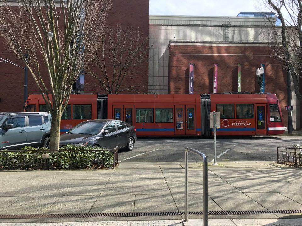 Photo of a Portland Streetcar train at the Art Museum platform.
