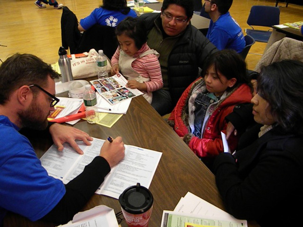 A volunteer helps a Mexican-American family fill out their census form at an event in Queens, NY to encourage immigrant participation in the 2010 Census - Photo: John Rudolph.