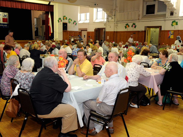 Over 150 Polish immigrants go to the Krakus Senior Center for lunch each day, which costs $1.50 - Photo: Marcin Zurawicz