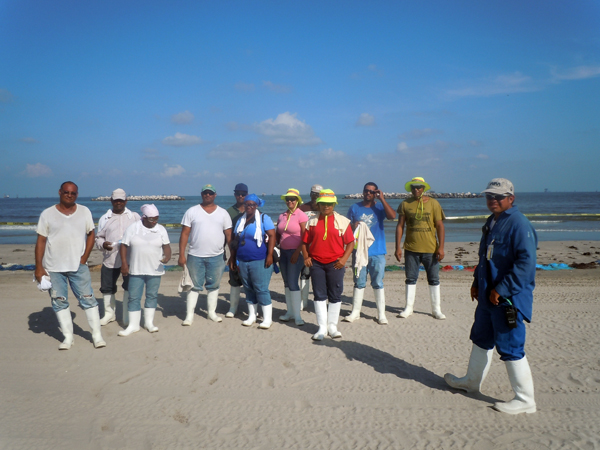 Victor Cariás and his oil spill clean up crew in the Gulf of Mexico - Photo: Annie Correal