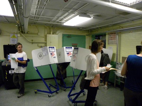 Inside a polling station in Greenpoint, Brooklyn - Photo: Ewa Kern-Jedrychowska