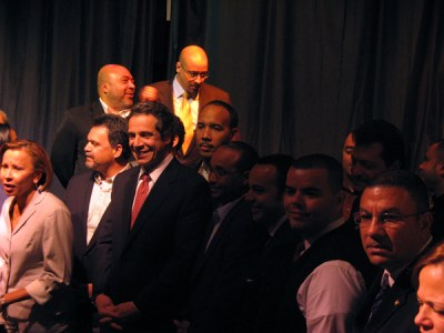 Andrew Cuomo surrounded by Hispanic leaders - Photo: Catalina Jaramillo