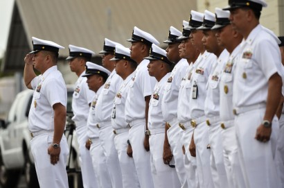U.S. Navy Sailors with ties to the Filipino community welcome the Philippine navy frigate BRP Gregorio del Pilar
