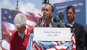 """Rep. Luis Gutierrez says Hispanics are """"angry and disillusioned"""" at President Obama - Photo: luisgutierrez.house.gov"""