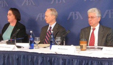 Report authors and ABA members discuss the immigration court system - Photo: ABA.